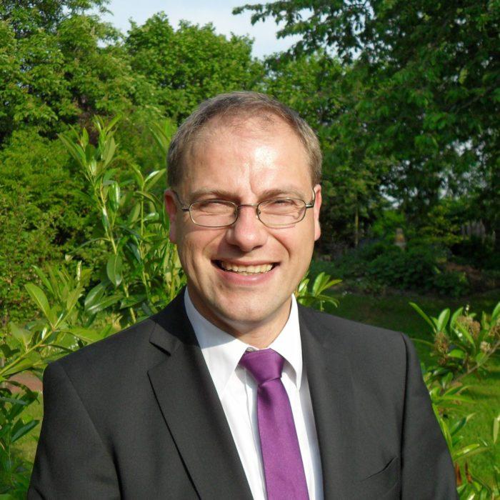 dr Peter Schmidt